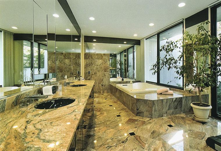 bagno in marmi intarsiati